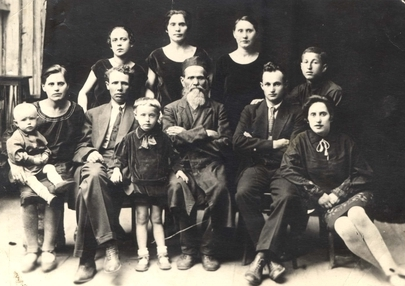 Members of Zilberman family in Shepetovka, 1930. Most of them were killed in 1941-1942